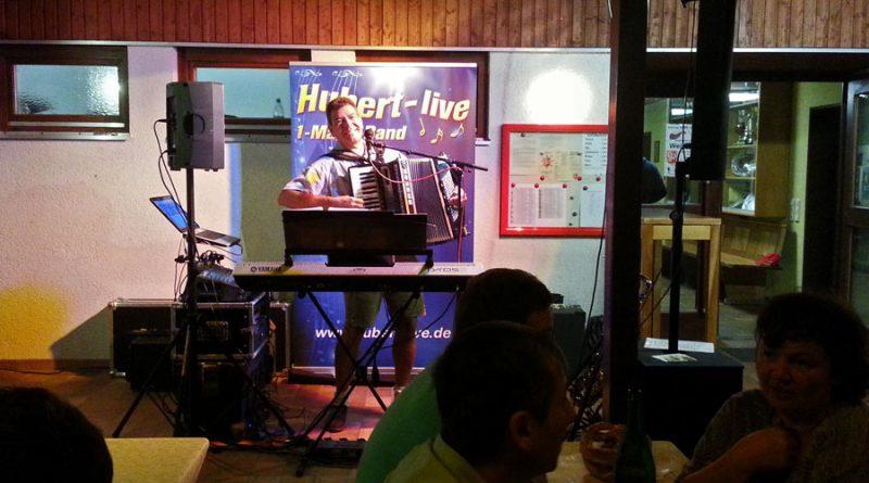 Weinfest Wiesent (2) Partyband Hubert-live NiederBayern