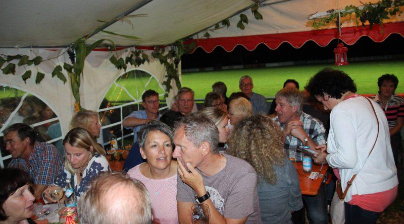 Weinfest Neukirchen (10) Partyband Hubert-live NiederBayern