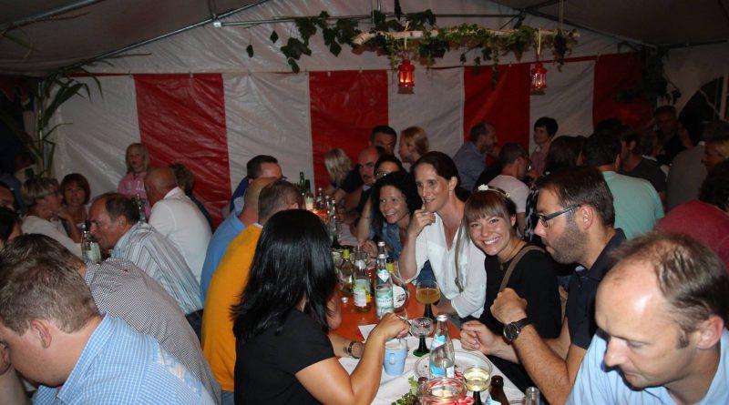 2016-08 Weinfest Neukirchen (4) Partyband Hubert-live NiederBayern