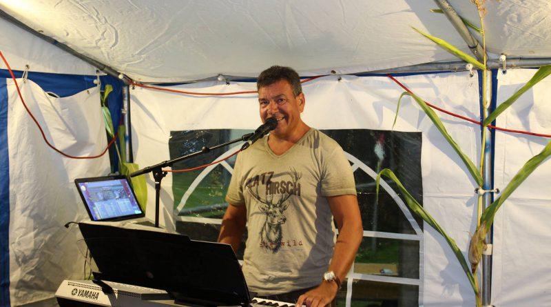 2016-08 Weinfest Neukirchen (5) Partyband Hubert-live NiederBayern