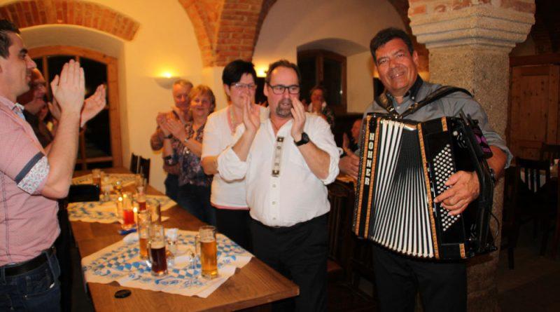 Stimmung bei der Geburtstagsfeier Hubert-live