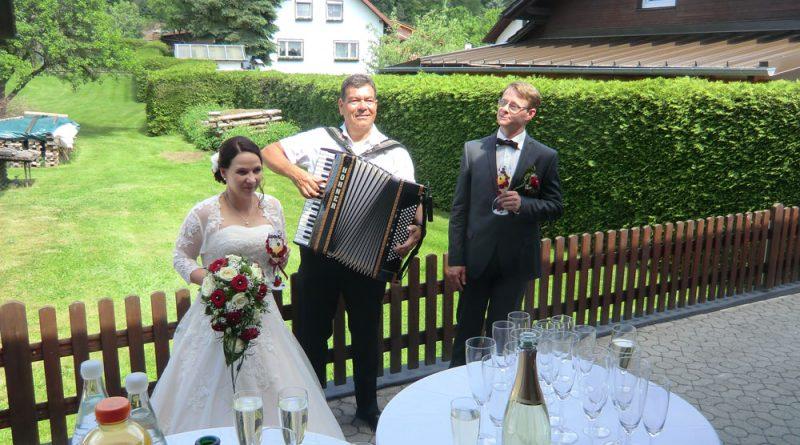 Begrüßungsständchen mit Musiker Hubert-live