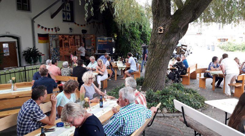 Firmen-Sommerfest mit Alleinunterhalter Hubert-live