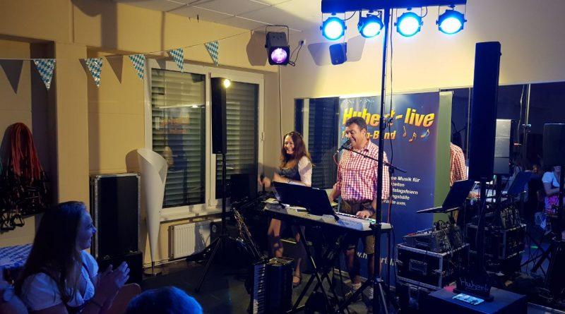 zünftiger Musiker Hubert bei Firmenoktoberfest