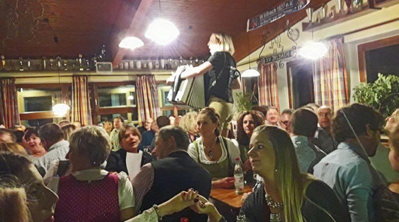 Corinna Zollner bei Weinfest in Irlbach