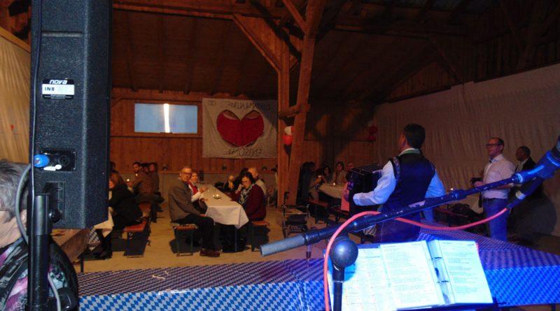 Hubert mit Akkordeon auf Hochzeit