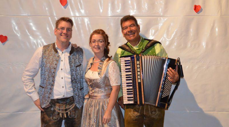 Hochzeitsband Hubert-live mit Brautpaar