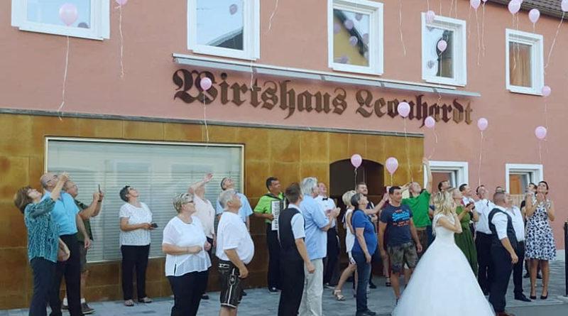 Hochzeit Luftballonsteigen